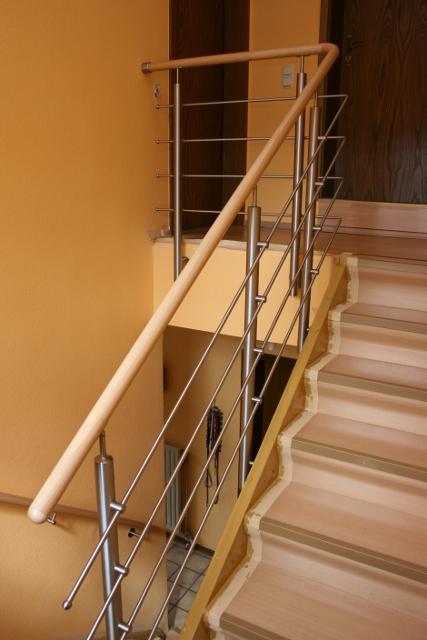 Treppengeländer Edelstahl - Holzhandlauf Buche