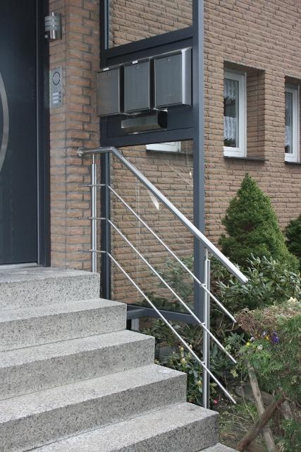 Hauseingangsgeländer Edelstahll - drei Stäbe waagerecht