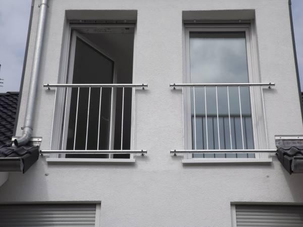 edelstahl fenstergitter franzosischer balkon r line With französischer balkon mit sonnenschirm regenfest