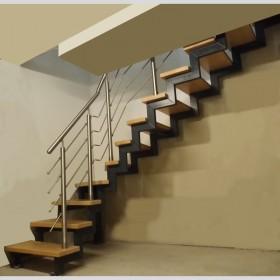 innentreppe als 2 holmtreppe 1 4 gewendelt mit massivholzstufen. Black Bedroom Furniture Sets. Home Design Ideas