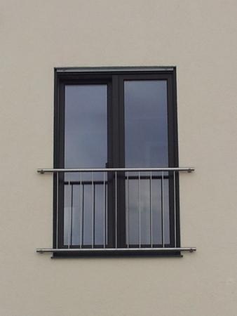 Edelstahl Fenstergitter Franzosischer Balkon R Line Senkrechte Stabe Mod 242